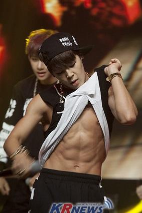 BTS防弾少年団(K,POP)ジミンの筋肉の画像