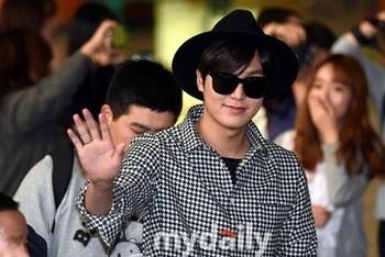 韓国アイドル「空港ファッション」イミンホの画像.jpg