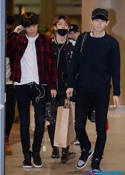 韓国アイドル「空港ファッション」エクソの画像.jpg