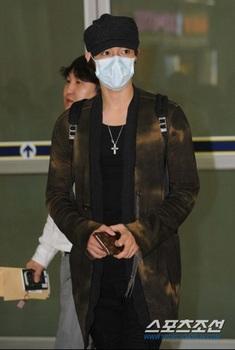 韓国アイドル「空港ファッション」キム・ヒョンジュン、インフルの画像.jpg