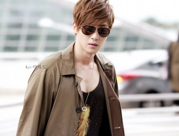 韓国アイドル「空港ファッション」キム・ヒョンジュン2の画像.jpg