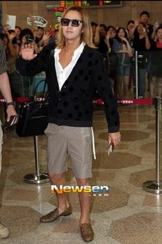韓国アイドル「空港ファッション」グンソク2013の画像.jpg