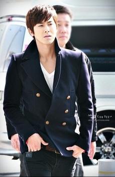 韓国アイドル「空港ファッション」ユノ2011の画像.jpg