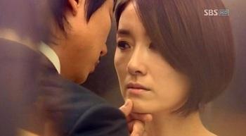 韓国ドラマ「赤と黒」ゴヌクとテラのキス画像.jpg