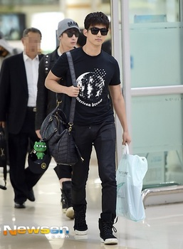 韓国アイドル「空港ファッション」2PMテギョンの画像.jpg