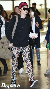 韓国アイドル「空港ファッション」2PMニックンの画像.jpg