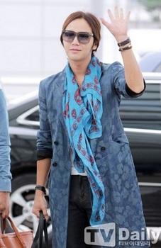 韓国アイドル「空港ファッション」グンソクの画像.jpg