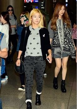 韓国アイドル「空港ファッション」少女時代の画像.jpg